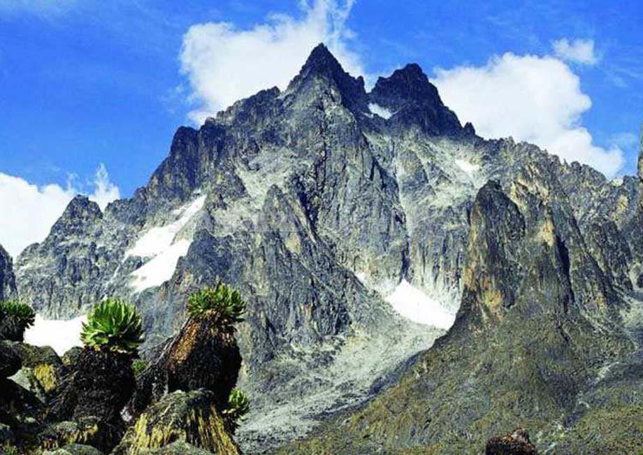 CLIMBING MOUNT KENYA NARO MORU ROUTE -4 DAYS